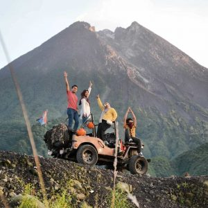 lava tour jeep merapi,rekomendasi operator jeep lava tour merapi